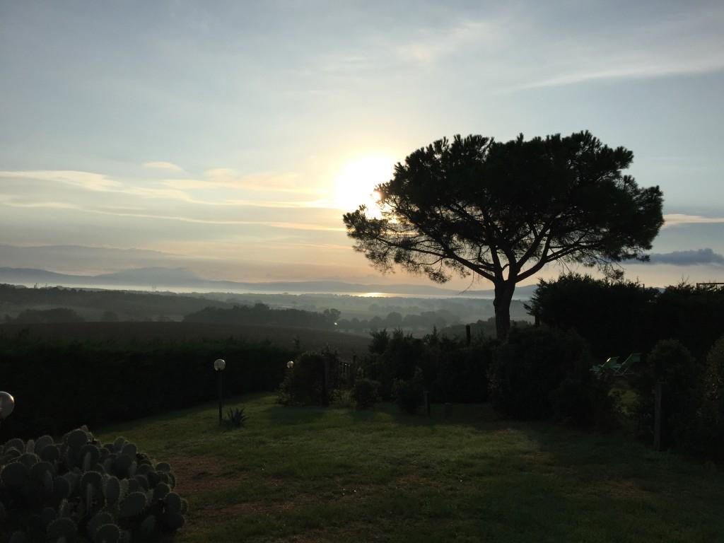 Sonnenaufgang über dem Trasimenosee